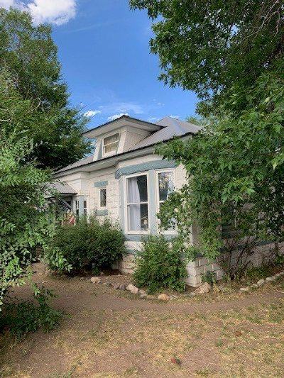 Lander Single Family Home Pending-Continue To Show: 150 S 2nd
