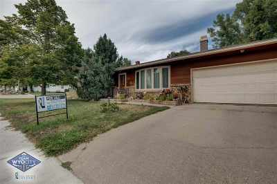 Glenrock Single Family Home For Sale: 102 E Young