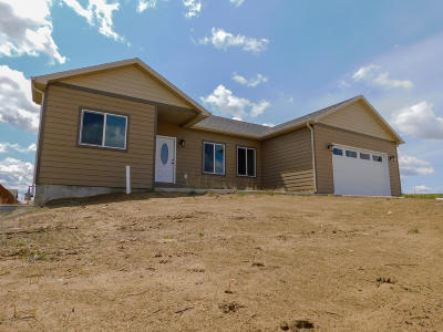 Gillette Single Family Home For Sale: 2205 Sawtooth Dr