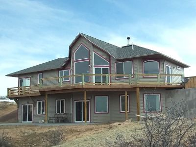 Cheyenne Single Family Home For Sale: 707 S Table Mountain Loop