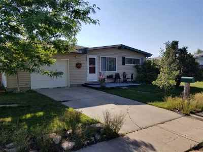 Laramie WY Single Family Home Sale Pending: $221,900