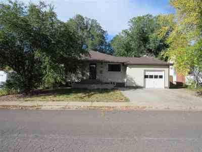 Laramie Single Family Home For Sale: 1613 Steele St