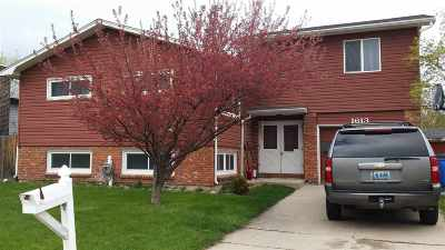 Single Family Home For Sale: 1613 Symons