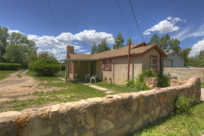 Laramie WY Single Family Home For Sale: $186,000