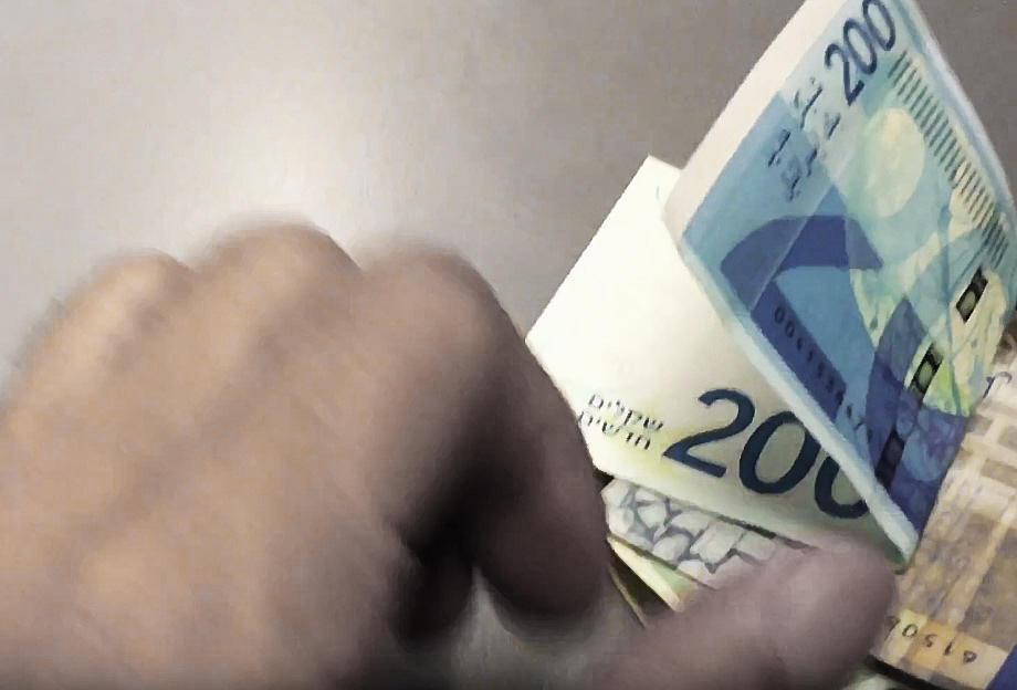Правительство режет бюджеты для выплаты бонусов отставникам служб безопасности