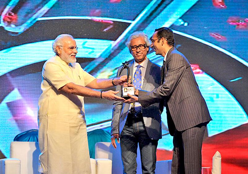 Prayesh Jain, IIFL Research won India's Best Market Analyst Awards 2013 by Zee Business for Oil & Gas
