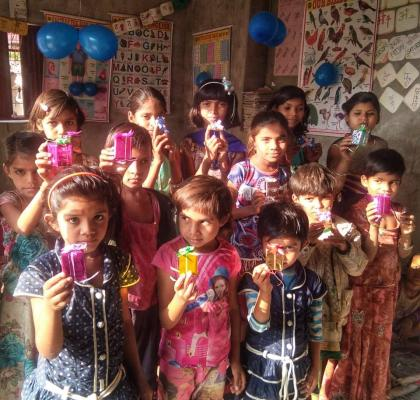 IIFL-ites whole heartedly participated in Joy of Giving to bring smiles on the faces of our girls at Sakhiyon Ki Baadi