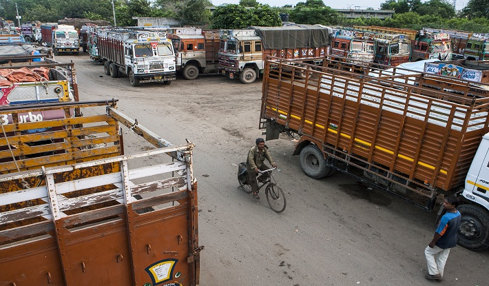 Decade-Old Commercial Vehicles to be Taken off Indian Roads