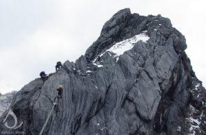 Gunung Tertinggi di Indonesia - gunung yamin