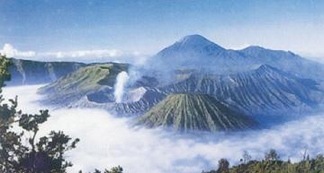 10 Pegunungan di Indonesia – Ketinggian dan Letaknya (#Paling Lengkap)