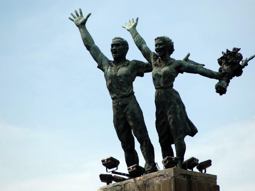 10 Patung Tertinggi di Indonesia Beserta Gambarnya (Paling Lengkap)