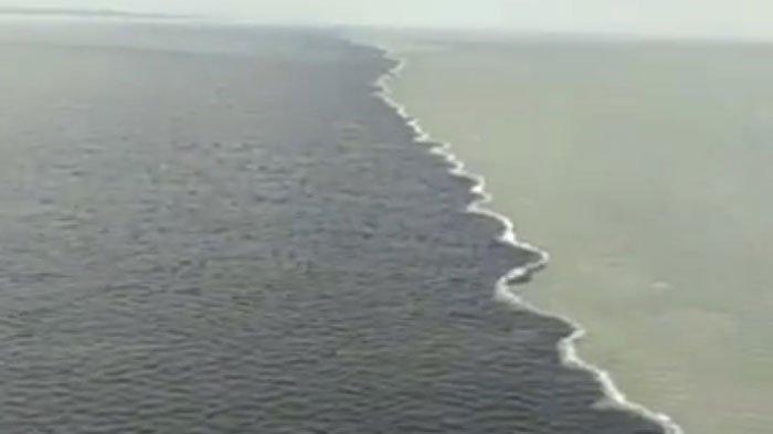 Penjelasan Fenomena Laut Terbelah di Suramadu