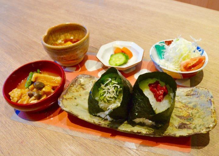 加賀野菜や能登牛も♪地元食材を気軽に楽しめる、金沢のおにぎり専門店「みつや」