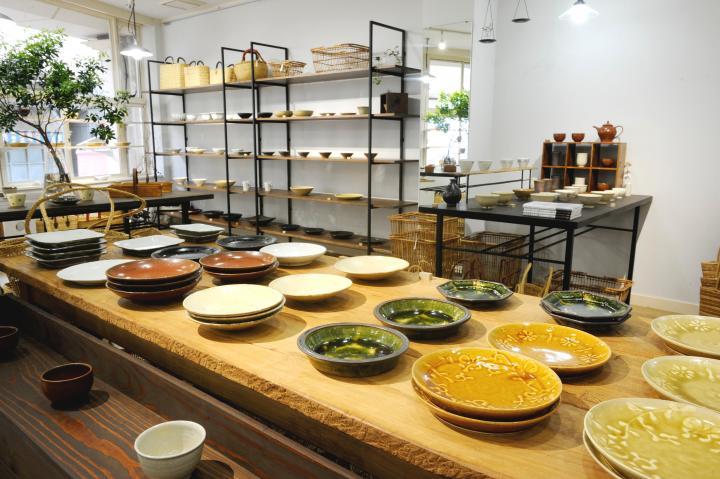 シンプルで深みのある和食器や雑貨が見つかる、阿佐ヶ谷「zakka土の記憶」