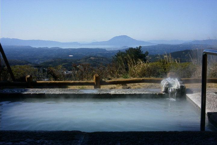 2つの温泉を4つのお風呂で楽しめる丸尾温泉に宿泊