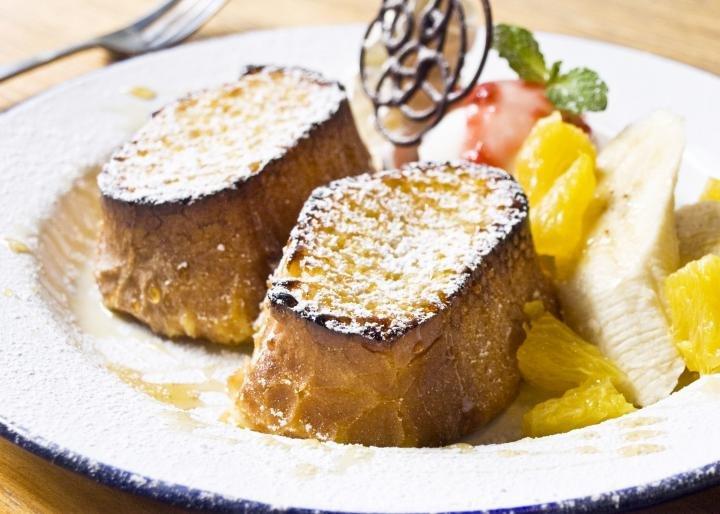 """丸2日かけて作るフレンチトースト""""が人気。「シマダカフェ」"""