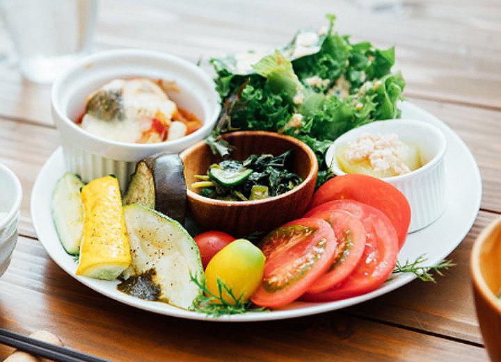 「サラダボウルkitchen白州べるが」で野菜たっぷりランチ