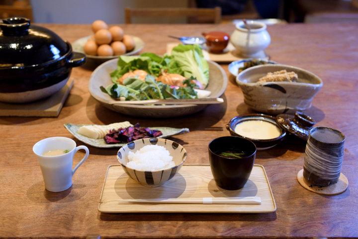 京都で過ごす理想の朝。風情あふれる白川沿いの和食店「丹」