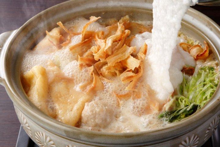 しめはちゃんぽんで。濃厚味噌にとろとろ山芋たっぷりのご当地鍋「博多味噌とろろ鍋」