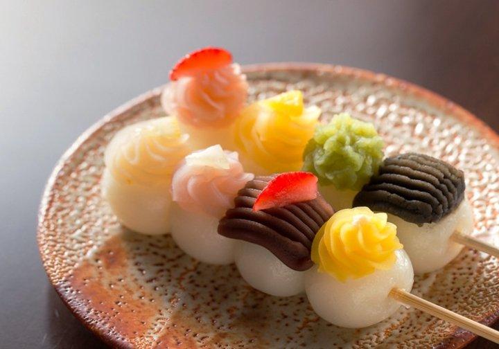 かわいすぎるお団子にひと目惚れ♪ 桜の名所・犬山城の城下町で春スイーツを食べ歩き
