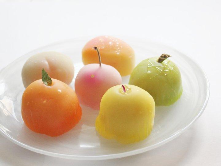 フルーツが丸ごと入った、大阪・吹田「松竹堂」のカラフルな和菓子