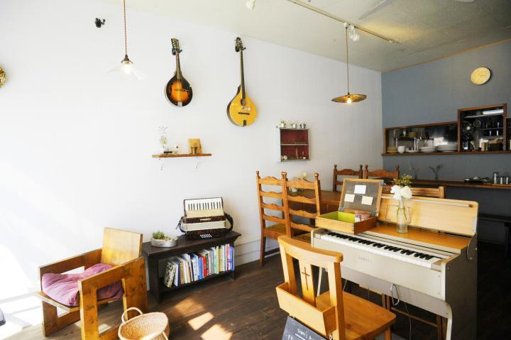 音楽室のようなノスタルジックな雰囲気がただよう店内