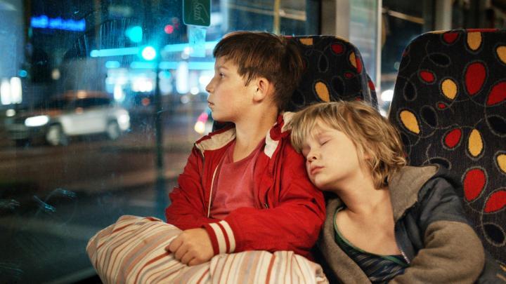 母を捜してベルリンを駆け巡る兄弟を描いた映画『ぼくらの家路』― ベルリンの今が分かる感動作