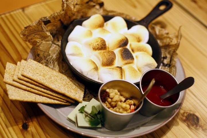 スヌーピーの世界に遊びに行こう!「ピーナッツ カフェ」がオープン