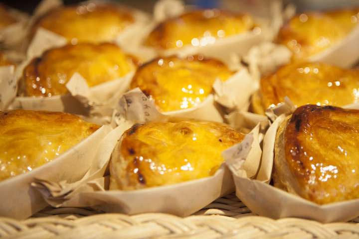街のお菓子屋さん「ナカヤ菓子店」のアップルパイ