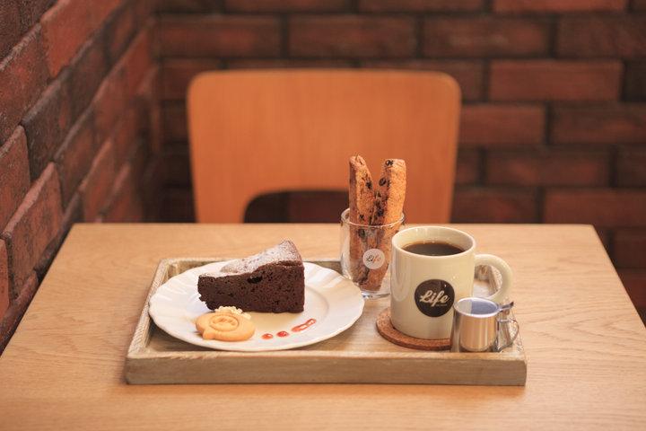 インテリアショップ併設のカフェ「Life」でコーヒータイム