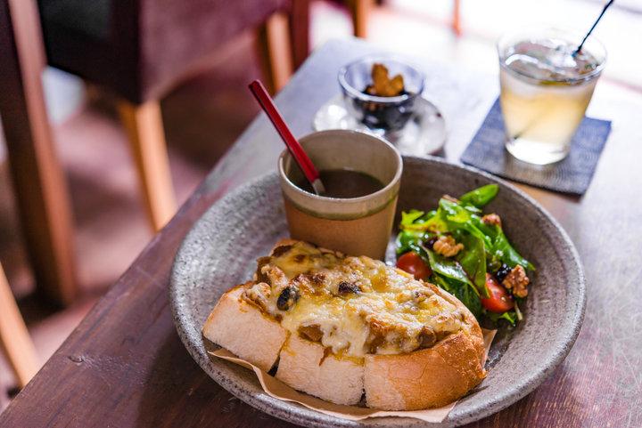 築100年の町家で味わうオープンサンド。「café 火裏蓮花」
