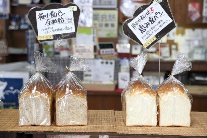 隣接する「自然食品の店ファーム」の天然酵母パンもおすすめ