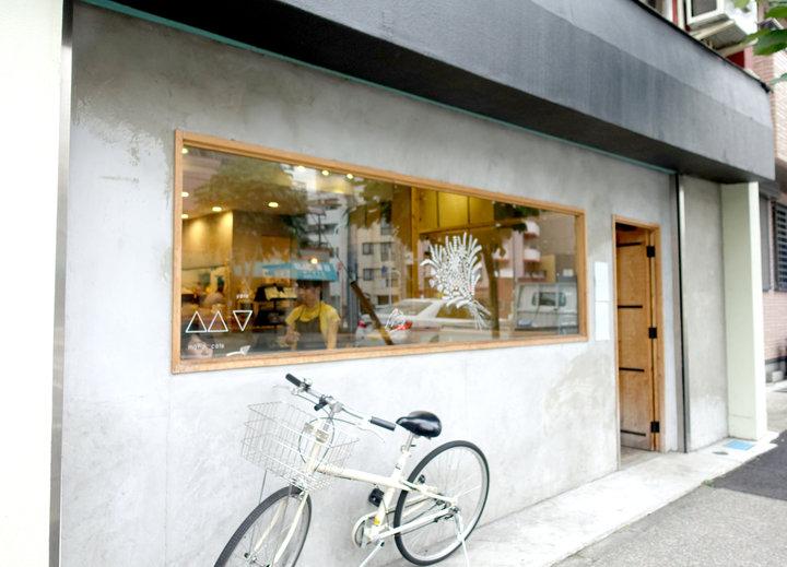 春日通り沿いにあるカフェ
