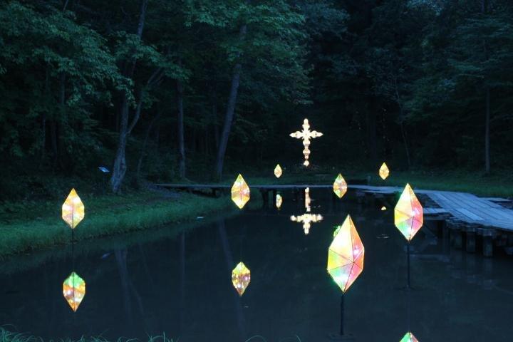 期間限定のライトアップが幻想的。「宮沢賢治童話村」