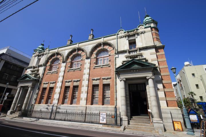 東京駅と同じ建築家が監修。歴史ある洋館「旧唐津銀行」