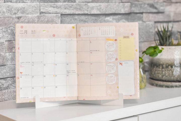 毎週毎月、京都と各地の旅に出会える、「ことりっぷ」とおそろいの手帳型カレンダー