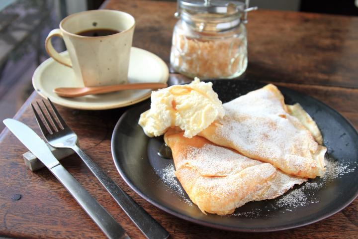 ふだんの食事が「ごちそう」になる!?唐津焼の魅力と、絶品スイーツのギャラリー&カフェ