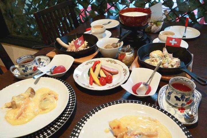 とろ~りあったかチーズに囲まれて♪スイス料理専門店・上野「湯島天神ラクレット」
