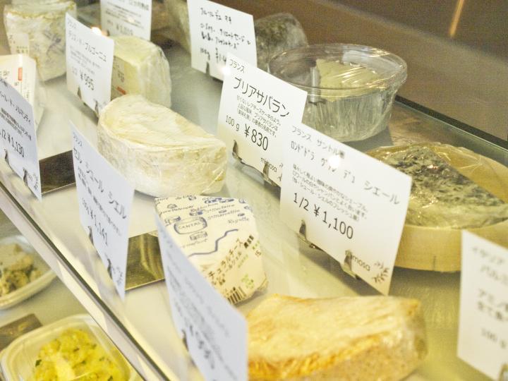 本格的なワインとチーズをテイクアウトできる「ミモザ」