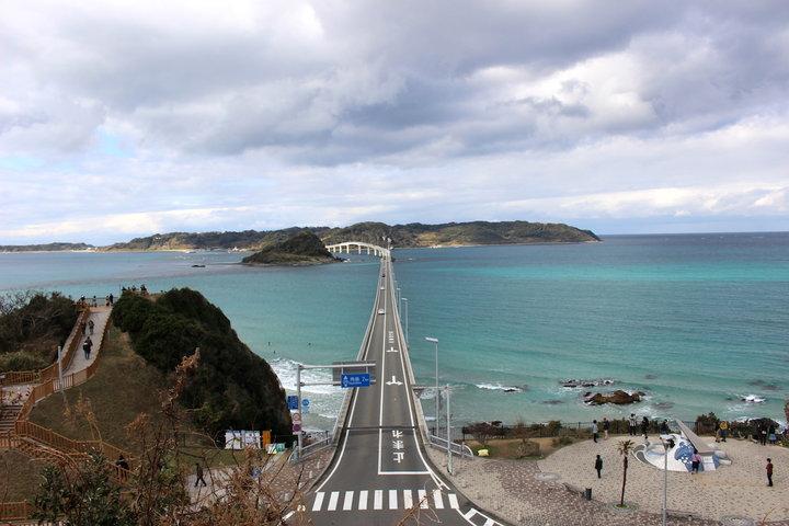 この観光エリアのシンボル的な存在、角島大橋