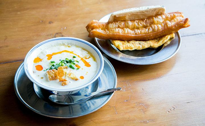 酸っぱい豆乳スープが絶品!ゆっくり味わう朝ごはん