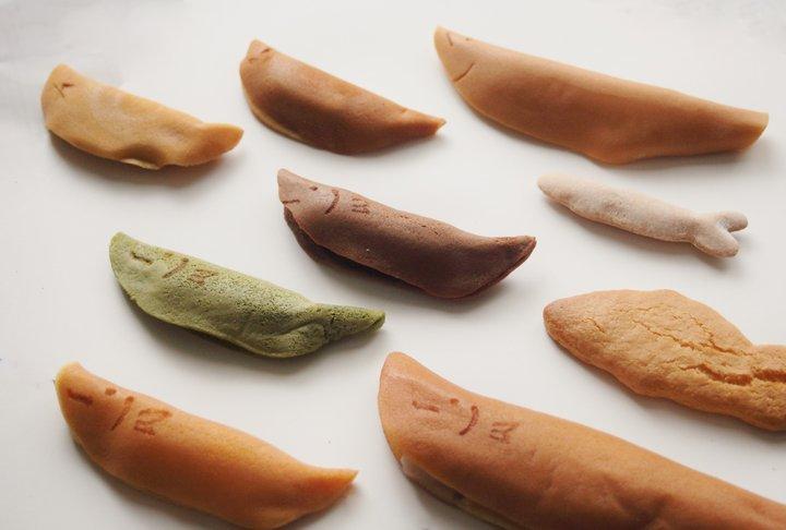 かわいい表情で愛される岐阜名物「鮎菓子」を食べ比べ。「鮎菓子タクシー」でお菓子巡りの旅
