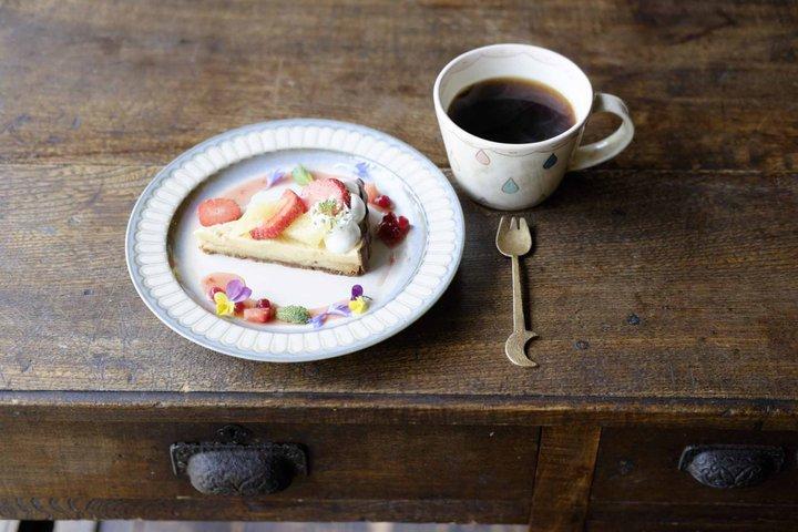 自家焙煎のコーヒーとスイーツがおいしい「コーヒーくろねこ舎」