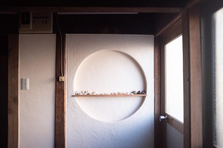猫のように自由気ままに。五島列島の福江島で暮らすように泊まれる「ネドコロ ノラ」