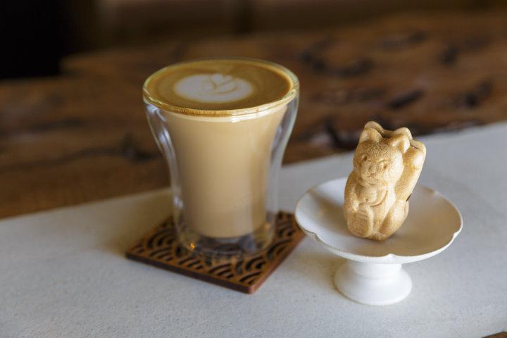 一期一会の和菓子とコーヒー「喫茶 狐菴」