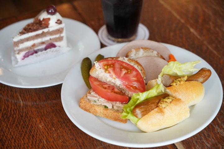 鎌倉・長谷で愛されて30年。カフェを併設した本格ドイツパンの老舗「ベルグフェルド 長谷店」