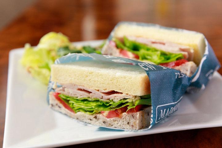 自家製ハムを使った本格サンドが人気! 横須賀の穴場カフェ「Cafe Dining KULA」