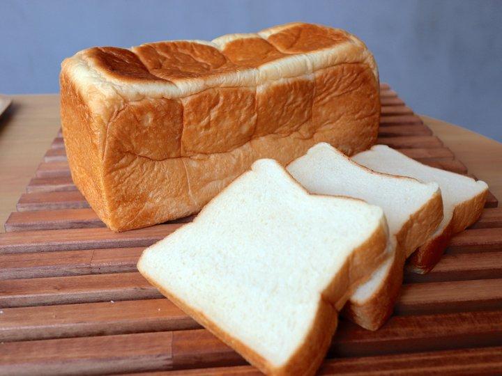 カフェエリアで楽しめる食パンは2種
