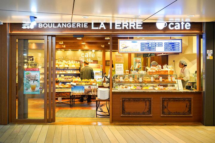 【改札外】思わず笑顔になるクリームパンが大人気。「ブーランジェリー ラ・テール」