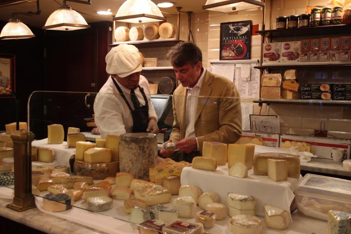 チーズ専門家が最適なアドバイスをしてくれる